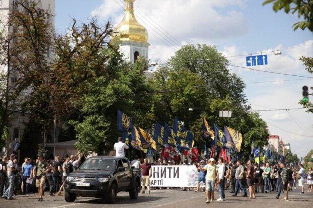 Нацкорпус провів у Києві кількатисячну акцію протесту: подробиці і кадри