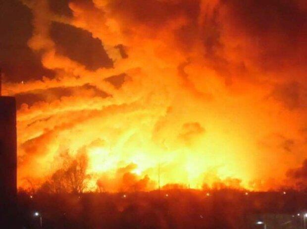 У небі над Балаклією з'явився ядерний гриб – фото