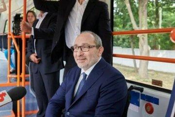 """Кернес """"испытал"""" новый троллейбус и застукал """"голых"""" харьковчан на горячем, фото"""