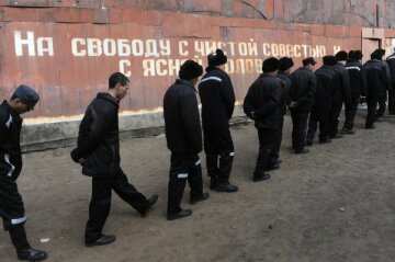 Призыв заключенных к Путину спровоцировал террор в тюрьмах (видео)