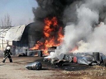 Пункт прийому металобрухту загорівся в Одесі, на пожежі знайшли тіло людини: кадри трагедії