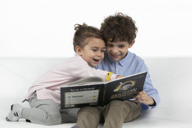 Новая почта дарит детям из социально уязвимых семей 300 тысяч книг