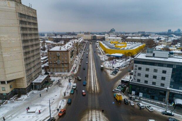 """Главная дорога Днепра довела до нервного тика горожан, фото: """"через год после ремонта"""""""