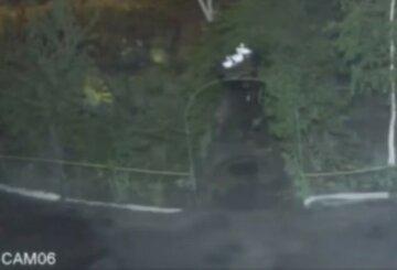 Люди делали сами: вандалы обокрали и разгромили детскую площадку в Днепре, видео