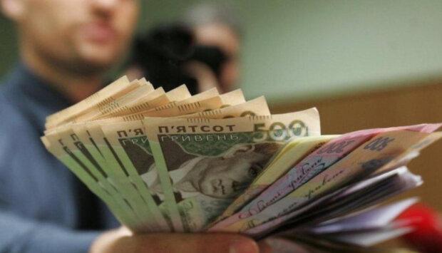 Украинцам в разы увеличили социальную помощь: кто получит больше всех