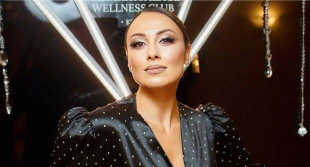 Слідом за Ані Лорак та Поляковою: екс-Nikita роздяглася на кухні заради сміливого фото