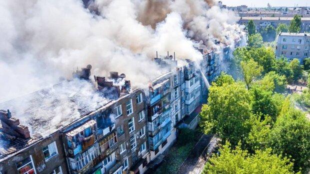 """Раскрыты детали масштабного пожара в Новой Каховке, свежие кадры: """"Соседи выбили двери и увидели..."""""""