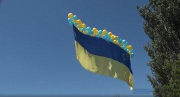 «Вас никто не кинул!»: над Донецком подняли флаг Украины, в ООС показали впечатляющие кадры
