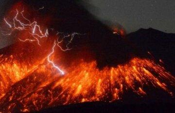 Извержение вулкана в Японии. В Японии произошло извержение вулкана, находящегося примерно в 50 километрах от ближайшей атомной электростанции. REUTERS/Kyodo