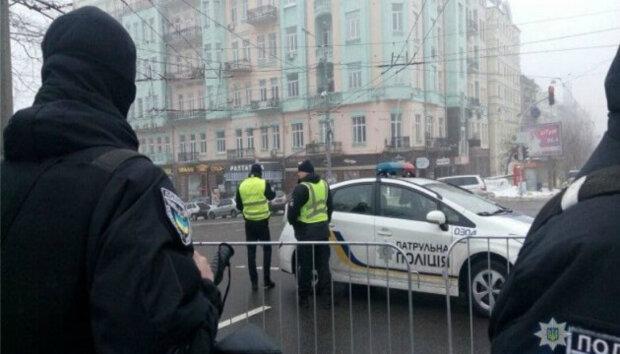 """Нахабний грабіжник активізувався в Києві, з'явилося відео: """"вривається у відділення пошти і..."""""""