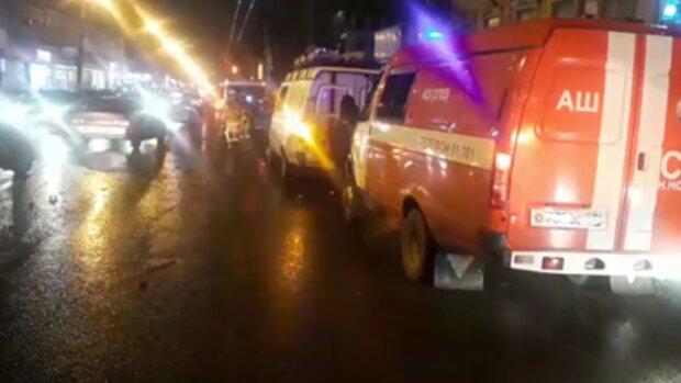 История Зайцевой повторилась: иномарка снесла группу детей на тротуаре, кадры с места смертельного ДТП