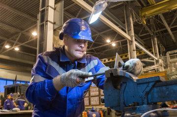 Переучуйтеся на слюсаря: українцям розповіли, кому найлегше знайти роботу