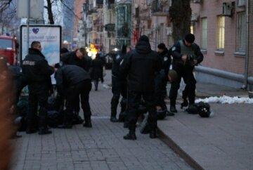 Каски и бронежилеты: как «черные человечки» готовятся к вече на Майдане (фото)
