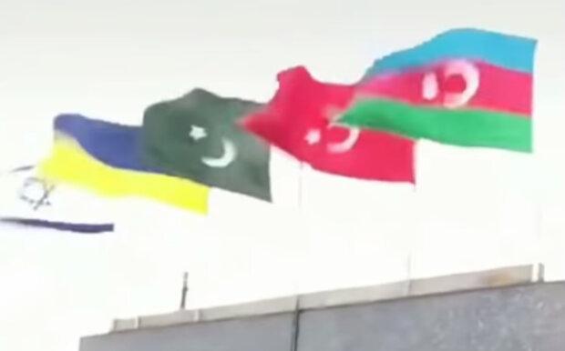 """""""Друзі пізнаються в біді"""": над Азербайджаном піднято синьо-жовтий прапор, Україну дякують за підтримку"""
