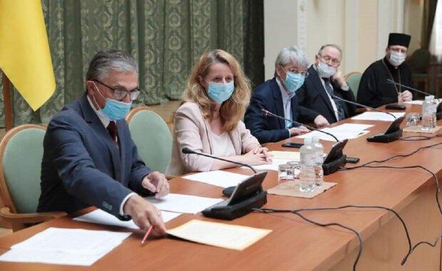 Альтернативна точка зору на події в релігійно-політичному середовищі та діяльність О. Богдан та О. Ткаченка