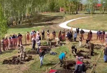 У Росії на швидкість копали могили заради грошового призу: кадри дивного змагання