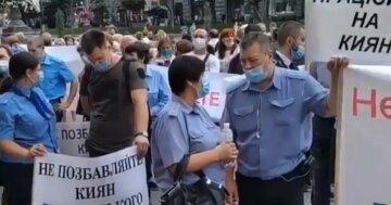 """Киевляне взбунтовались из-за отсутствия зарплат, кадры: """"Депутаты, от вас зависит..."""""""