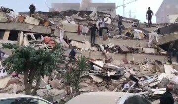 Землетрус і цунамі накрили популярний курорт, житлові будинки зруйновані: перші кадри катастрофи
