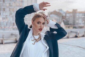 """Камінська з """"НеАнгелів"""" показала українцям непристойний жест у центрі Києва: """"Ви що, Моргенштерн?"""""""