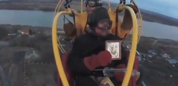 Российских священников отправили в воздух ради борьбы с вирусом: кадры безумия