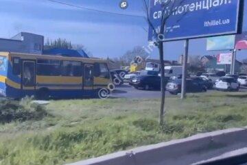 Одесу скувала величезна пробка, трамваї переповнені: все через комунальників, відео
