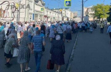 На Крестный ход в Харькове собрались тысячи верующих: фото