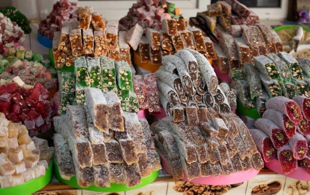 Криворожан накормили восточными сладостями с паразитами: фото не для слабонервных