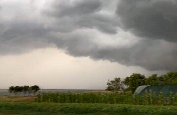 """""""Не виходьте на вулицю"""": в Одеській області оголошена штормова небезпека"""