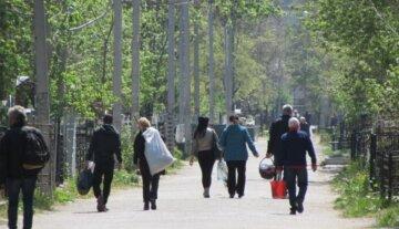 Посилення карантину: в мережі показали, що твориться у поминальні дні в Одесі, кадри