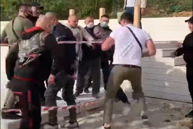 Депутат устроил драку на пляже в Одессе: бойня попала на видео