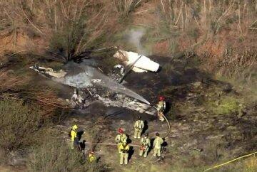 Самолет потерпел крушение, на месте падения возник мощный пожар: первые кадры трагедии в США