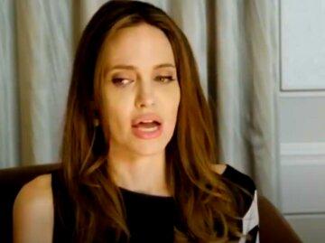 """Анджелина Джоли вывела сыновей на прогулку, """"забыв"""" надеть белье:  горячая мамочка"""