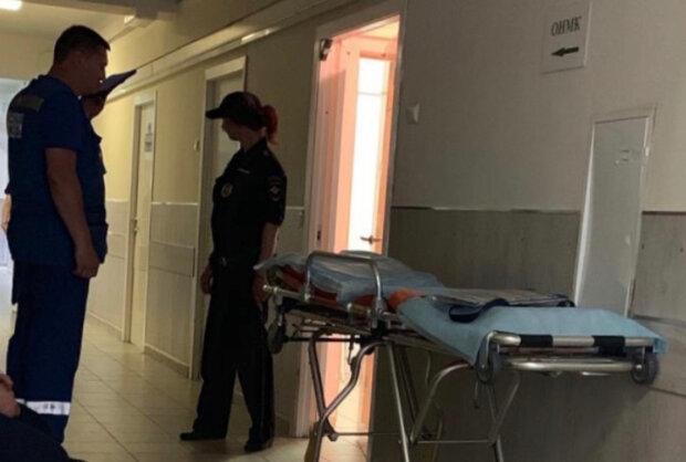 """Неадекват підняв на ноги поліцію в Кривому Розі: """"увірвався в лікарню..."""""""