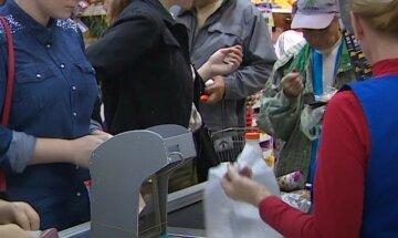 """Українці залишаються без грошей після оплати терміналом, в ПриватБанку пояснили, що робити: """"Власнику картки необхідно..."""""""