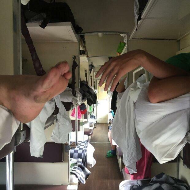 """Укрзалізниця вирішила нахабно нажитися на пасажирах, фото: """"Ціна вдвічі більше"""""""