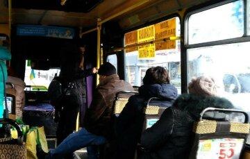 В одесской маршрутке подрезали и ограбили пассажира: подробности разбойного нападения