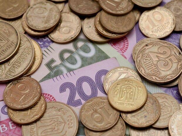 Доллар сдается, гривна устроила переполох: что происходит