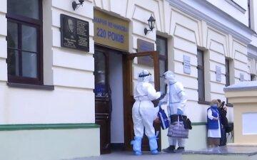 Больница перегружена втрое, а медсестры теряют сознание: что происходит в ковидном отделении в Днепре