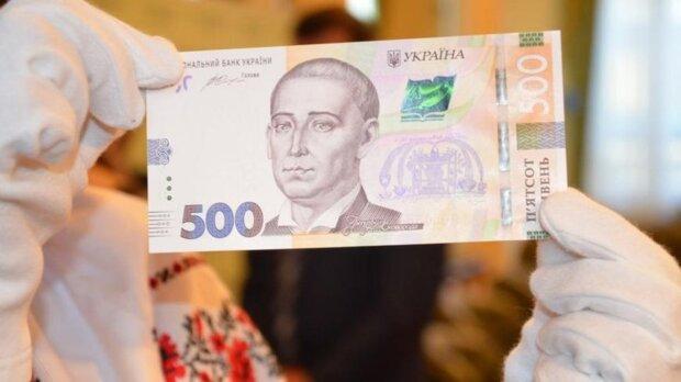Фальшивые деньги наводнили Украину: как распознать подделку