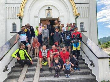 """Верующие УПЦ на велосипедах преодолели 450 км: """"С молитвой о нашей стране"""""""
