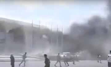 Мощный взрыв прогремел в аэропорту, повсюду лежат тела: первые детали и видео ЧП