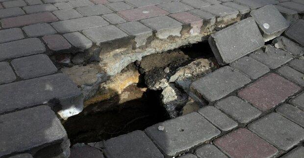 Одесситы рискуют провалится под землю в центре города: возмутительные кадры