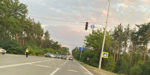 """Поліція перекрила рух, щоб Зеленський дістався на дачу в Кончі-Заспі: """"утворюється черга з..."""""""