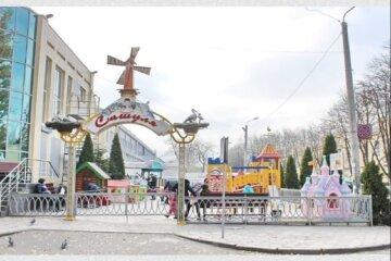 """В Одесі під шумок карантину демонтують дитячі майданчики, фото: """"Вимушена міра"""""""