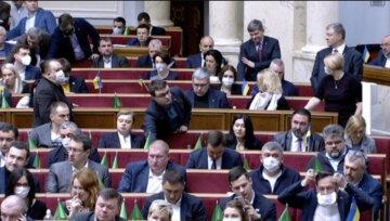 """""""Депутат, отдай свою кровь"""": у нардепов обнаружили спасение украинцев от коронавируса"""