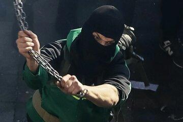 нападение хулиган в маске
