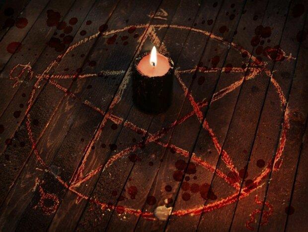 Серия ритуальных убийств всколыхнула страну, на телах сатанинские знаки: от этих кадров стынет кровь