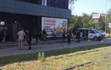 Вибух пролунав біля супермаркету в Одесі: кадри з місця НП і перші подробиці