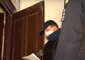 """Поліцейські """"беруть в облогу"""" квартири дніпрян, за відмову відкрити загрожує штраф: у чому причина перевірок"""