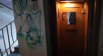 """""""Почав чіпати і роздягати"""": у Києві чоловік накинувся школярку в ліфті, в поліції розкрили деталі"""